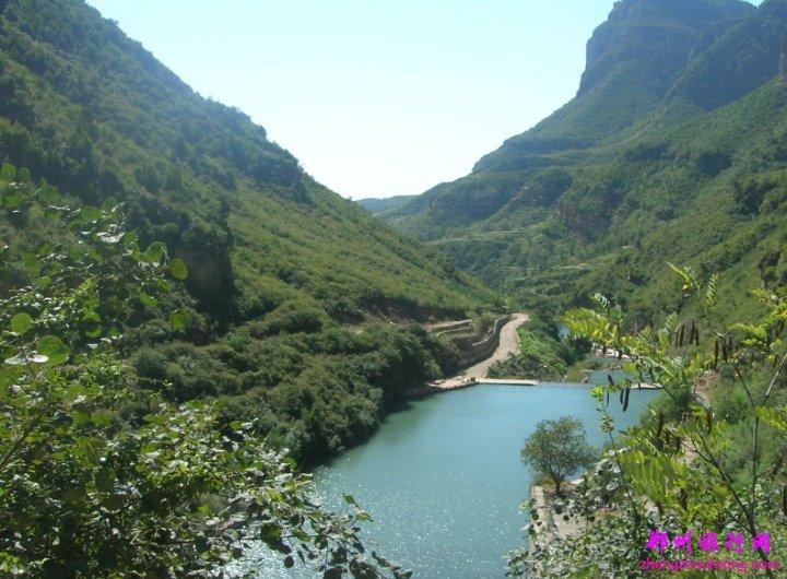 郑州旅行社主页 旅游景点 河南旅游景点     进入山门,展现在我们眼前