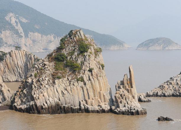 贵州南江大峡谷、黄果树瀑布、青岩古镇双卧七日游