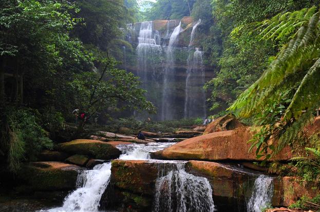贵州黄果树瀑布、马岭河大峡谷、万峰林、双乳峰双卧