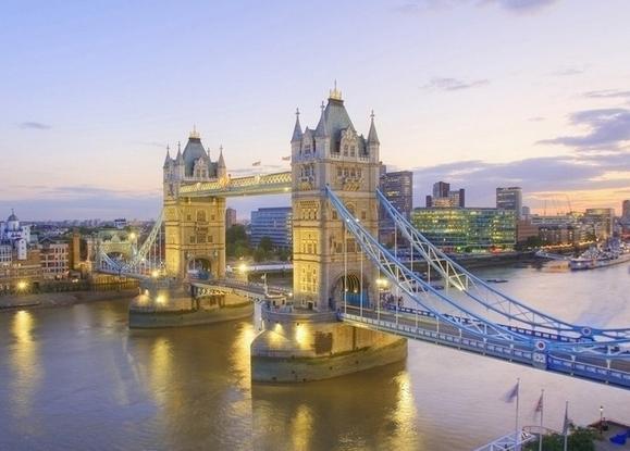 万博app手机版到英国八日游