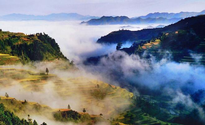 黄果树大瀑布、荔波大小七孔、西江苗寨、多彩贵州风